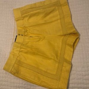 Yellow Jcrew linen short with lace detail size 6